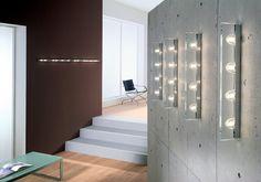 Jek 100 - P Z Parete con Placca Lung. 100cm 4 luci  Lampada da parete della collezione JEK disegnata da Andrea Pamio nel 2001 e composta da una struttura in metallo con Placca in metallo per la copertura completa della canalina e diffusore in cristallo extrachiaro trasparente. Lunghezza 100 cm