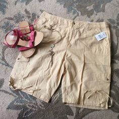 G&M - light yellow women cargo shorts G&M - women light yellow cargo linen shorts, lightweight, very cute shorts! Perfect for when the weather gets warmer! G&M  Shorts Bermudas