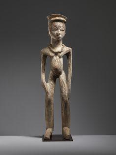 """Effigie masculine d'ancêtre par Kpalangothé Dá (vers 1890-vers 1970) « Maître du style dit de """"Gbõkhò"""" », Burkina Faso, région de Gaoua, vers 1940. H. :98 cm. © Museum Rietberg,.jpg (5484×7320)"""