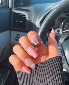 Semi-permanent varnish, false nails, patches: which manicure to choose? - My Nails Acrylic Nails Coffin Short, Simple Acrylic Nails, Summer Acrylic Nails, Best Acrylic Nails, Coffin Nails, Summer Nails, 3d Nails, Nail Ideas For Summer, Colored Acrylic Nails