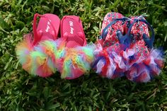 Tulle Flip Flops (yes. Gotta get us some flips flops from the dollar store now! Cute Flip Flops, Bow Flip Flops, Flip Flop Shoes, Bow Shoes, Red White And Boom, Flip Flop Craft, Crafts For Kids, Diy Crafts, Clothes Crafts