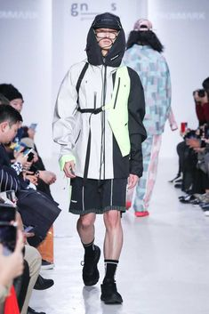 FROMMARK Spring-Summer 2019 Runway Show The queue between barre clothes and bar c Male Fashion Trends, Sport Fashion, Daily Fashion, Fashion Blogs, Womens Fashion, Chic Summer Style, Sporty Style, Athleisure, Capsule Wardrobe