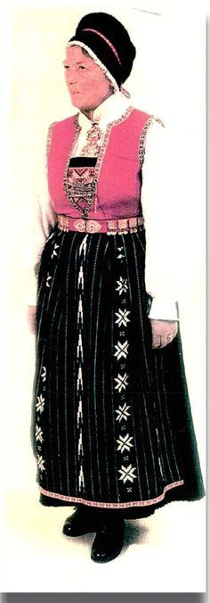 sunnhordlandsbunad brystduk - Google-søk Folk Costume, Costumes, Alter, Norway, Lace Skirt, Ballet Skirt, Google, Skirts, Fashion