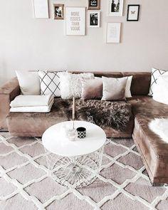 Adorable 85 Cozy Apartment Living Room Makeover Decor Ideas https://rusticroom.co/3683/85-cozy-apartment-living-room-makeover-decor-ideas
