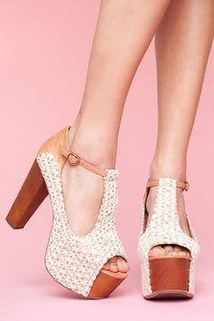 Foxy Platform - Ivory Crochet...I love how feminine these platforms are.  And in so many luscious colors too!
