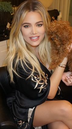 dffcbabc4a Khloe Kardashian Shares Tips to Look Thin AF in Photos