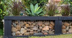 Retaining wall Garden - Create a stunning, affordable gabion garden wall. Gabion Retaining Wall, Backyard Retaining Walls, Backyard Landscaping, Landscaping Design, Cheap Retaining Wall, Backyard Ideas, Railroad Tie Retaining Wall, Fence Ideas, Railroad Ties Landscaping