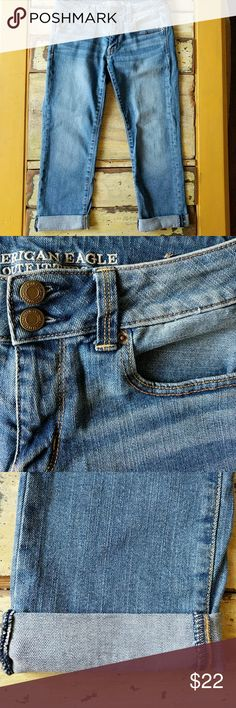 American Eagle Artist Crop Jeans, Size 6 American Eagle Artist Crop Jeans, size 6, only worn once. Excellent condition. Rolled cuffs. American Eagle Outfitters Pants Ankle & Cropped