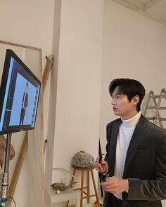 Actors Male, New Actors, Lee Min Ho Instagram, Instagram Posts, Korean Celebrities, Korean Actors, Korean Men, Black Background Painting, Park Bogum