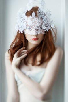 Acessórios graciosos em renda para o cabelo da noiva #casarcomgosto