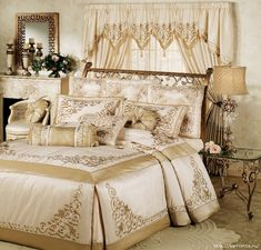 Princess Ann Grande Bedspread: I would love this one for my daughter's bedroom. Gold Comforter, Comforter Sets, Master Room, Luxurious Bedrooms, Beautiful Bedrooms, Dream Bedroom, Bed Spreads, Luxury Bedding, Comforters
