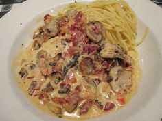 CHICKEN SCALOPPINI Sautéed chicken breast, mushrooms, Roma tomatoes, bacon and lemon butter cream sauce. Served with spaghetti.
