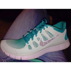 Jeweled ombre nikes. #nikes #nikefree #ombre #jeweled