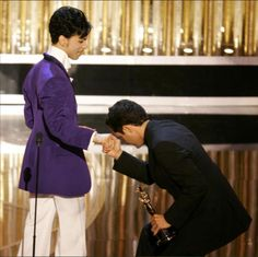 """Jorge Drexler greets Prince after winning best original song for """"Al Otro Lado Del Rio"""" at the 77th annual Academy Awards in Hollywood, February 27, 2005."""
