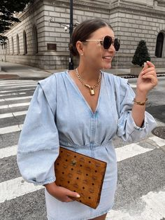 10 DENIM (& white) SUMMER OUTFIT IDEAS Cute Casual Outfits, Chic Outfits, Casual Chic, Casual Wear, White Summer Outfits, Summer Outfits Women, We Wear, What To Wear, Trendy Girl