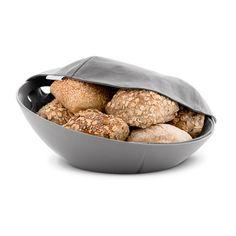 Rosendahl - Grand Cru Brotkorb. Das Material der Schale ist aus strapazierfähigem, mattem Melamin in der Trendfarbe Staubgrau. Eine Stoffserviette wärmt und schützt das warme Brot.