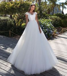 "a643ac2ee13b Queen Bridal Store on Instagram  ""Παραμυθένιο νυφικό φόρεμα με πολύ  εντυπωσιακό μπούστο και με μια ξεχωριστή τούλινη φούστα 🌸 NewCollection  2019 ."