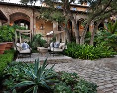 Exotic Cool Courtyard with Natural Stone and Brick Decoration : Striking Traditional Landscape Fancy Outdoor Furniture Courtyard Hacienda