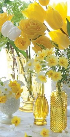 Gorgeous yellow flower arrangement that is just beautiful for a Spring party!