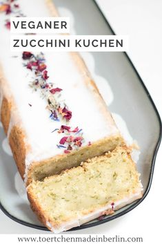Vegan zucchini and lemon cake-Veganer Zucchini-Zitronen-Kuchen Recipe for baking: vegan lemon cake with zucchini. Baking Recipes, Dessert Recipes, Tofu Recipes, Cookie Recipes, Vegan Lemon Cake, Vegan Zucchini, Zucchini Cake, Food Cakes, Easy Meals