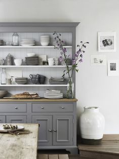 kitchen makeovers Check out this 20 small kitchen remodel ideas. If you are limited with small kitchen size and confused how to maximize it, this post will inspire you. Kitchen Dresser, New Kitchen Cabinets, Kitchen Furniture, Island Kitchen, Kitchen Buffet Cabinet, Buffet Hutch, Cupboards, Muebles Living, Country Kitchen