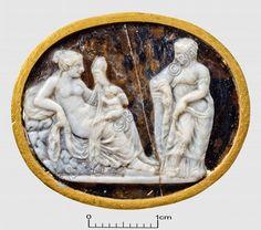 """camée, """"Vénus et Hermaphrodite"""" (camée.51), BnF. Epoque hellénistique"""
