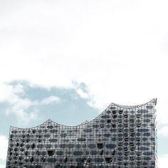 """Dolce Montessori auf Instagram: """"Hamburg's splendid ELBPHILARMONIE is officially opened 🎶😊! 🇩🇪 Der Tag ist gekommen!!! Unsere Elbphi wird endlich eingeweiht!!! Dann fängt…"""" Tour Guide, Montessori, Louvre, Instagram, Building, Travel, Hamburg, Viajes, Buildings"""