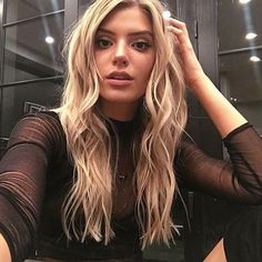 Alissa Violet Hair, Alissa Violet Style, Brown Blonde Hair, Dark Hair, Blonde Honey, Honey Balayage, Medium Blonde, Medium Hair, Allisa Violet