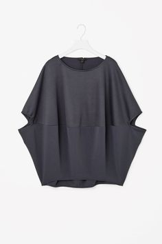 Contrast circle-cut top