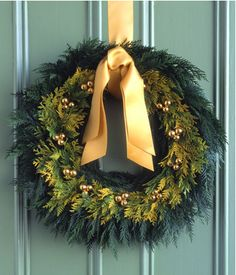 Simple and elegant wreath - Martha Stewart
