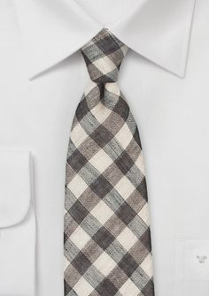 Need a groomsmen tie for a rustic wedding? This is the accessory you are looking for. The organic palette and handsome pattern make it perfect.