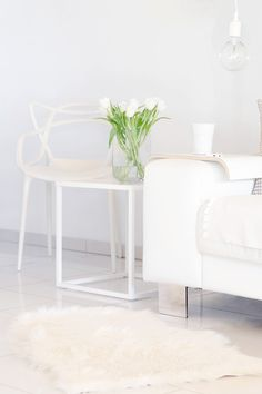 WIESOeigentlichnicht, Interieur, Wohnzimmer, Frühling, Spring, Blumen, Flower, Lifestyle, Wohnräume, Interior, Möbel, Skandinavisch, Nordic, Weiß