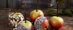 Det er gøy å lage ekte glaserte epler. Og det er slett ikke vanskelig, men det krever en voksen som hjelper til, for sukkersirupen er varm! Passer godt både til Halloween og jul.