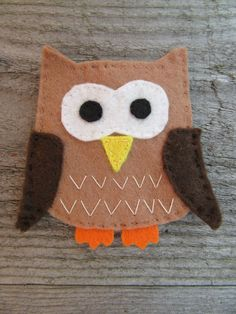 This quirky set of felt magnets is an ideal nature lovers gift, or bird watchers gift, bringing a little bit of the outside in. Set of 3 woodland birds: Owl (Height Width Nuthatch (Height Width Great spotted wood pecker (Height. Felt Magnet, Diy Magnets, Gifts For Nature Lovers, Felt Ornaments, Home Office Decor, Cow, Polymer Clay, Handmade Items, Embroidery