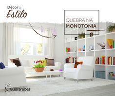 O branco nos móveis contrasta com as cores vivas e com os tons de marrom, que quebram a monotonia do ambiente. Inspire-se!  #decoraçãoMDF #decoração #DesignInteriores #padrõesMDF #homedecor #decoração #sala #livingroom #peçasMDF #guardaroupamdf