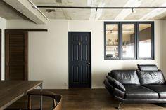 リビングと寝室の間の壁、廊下とリビングの間の壁、そういった普通だったら閉じられているだけの場所にオシャレな窓を […]