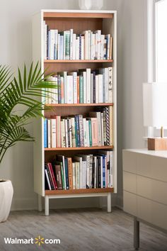45 DIY bookshelves to inspire your next home project. Make your own homemade bookshelf from a single shelf or bookcase. This DIY is added storage or stylish display for books and home decor accessories. For more weekend DIY ideas go to Domino. Interior Design Living Room, Living Room Designs, Living Room Decor, Bedroom Decor, Interior Livingroom, Homemade Bookshelves, Design Salon, My New Room, Home Decor Accessories