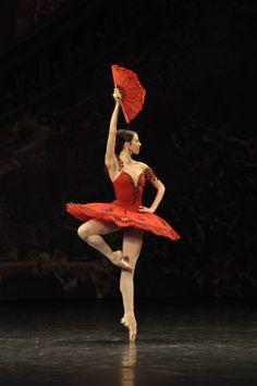 Victoria Tereshkina as Kitri in Don Quixote - Mariinsky Ballet.   Photo: Vladimir Zenzinov
