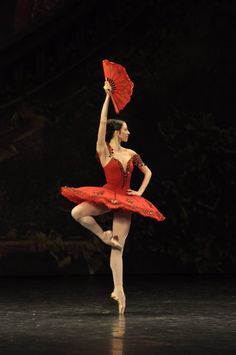 Victoria Tereshkina as Kitri in Don Quixote - Mariinsky Ballet.   Photo: Vladimir Zenzinov