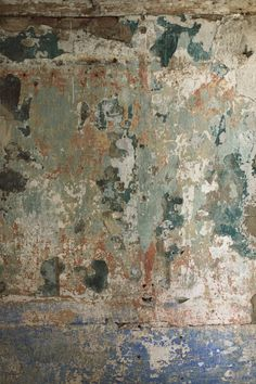 "The inspirations in decoration: A rustic decoration ""wabi sabi"" - Painting Wabi Sabi, Distressed Walls, Turbulence Deco, Tadelakt, Old Wall, Kintsugi, Inspiration Wall, Textured Walls, Painting Techniques"