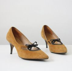 5248f9fdac6f Vintage mustard yellow suede pumps with black heels