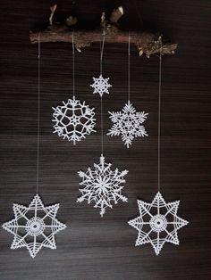 Wanddeko - Weihnachtsdekoration. Gehäkelte Schneeflocken - ein Designerstück von HolTa bei DaWanda