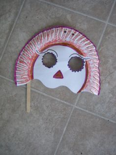 A mask with a paper plate and popsicle stick. Paper Plate Masks, Paper Mask, Paper Plates, Mask Painting, Easy Crafts For Kids, Popsicle Sticks, Painting For Kids, Mask For Kids, Art Projects