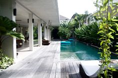 I stayed at Villa Saba 10 in Umalas, Bali last night. I'm so impressed by the interior design by Saba Steck. A lot of concrete, tribal details, natural influences, outdoor bathrooms and an open living space. Minimalist House Design, Minimalist Home Decor, Minimalist Interior, Minimalist Bedroom, Minimalist Clothing, Minimalist Living, Modern Minimalist, Villa Design, Studio Apartments