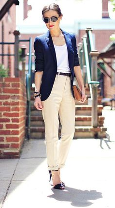 "and this is too casual. ""Great look to transition into fall/autumn - navy blue classic blazer beige pants and heels"" Beige Outfit, Blazer Outfits, Casual Outfits, Work Outfits, Pantalon Slouchy, Beige Hose, Classic Style Women, Classic Fashion, Feminine Fashion"