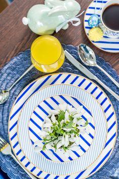 Descoperă la Nobila Casa un set de farfurii pe care îl poți aduce la masa ta, fiind o tendință atât prin culoare, cât și prin combinația jucăușă de printuri. Creative Activities, Plates, Tableware, Modern, Kitchen, Style, Licence Plates, Swag, Dishes