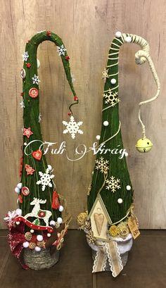 Cone Christmas Trees, Grinch Christmas, Christmas Porch, Easy Christmas Crafts, Christmas Tree Themes, Rustic Christmas, Simple Christmas, Winter Christmas, Christmas Ornaments