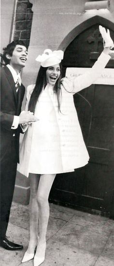 Retro/vintage bride / short dress with coat and gloves 1960s Fashion, Vintage Fashion, Estilo Miranda Kerr, Mode Inspiration, Wedding Inspiration, Style Année 60, Retro Style, Wedding Styles, Wedding Photos