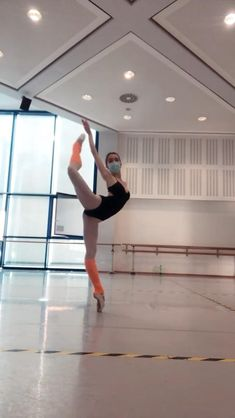 Ballet Dance Videos, Dance Choreography Videos, Ballet Feet, Ballet Dancers, Gymnastics Workout, Rhythmic Gymnastics, Ballet Dance Photography, Dance Poses, Tiny Dancer