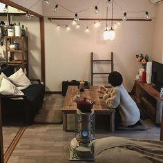 いいね!408件、コメント4件 ― mamenowaさん(@maasa824)のInstagramアカウント: 「ㅤㅤㅤㅤㅤㅤㅤㅤㅤㅤㅤㅤㅤ ㅤㅤㅤㅤㅤㅤㅤㅤㅤㅤㅤㅤㅤ おばあちゃん家に行く気分で寄ってね、って 言ってます。 おもてなしは湯たんぽやで。♨︎ 豚汁も出せばよかったわ。へへ。 …」 Bedroom Office, Bedroom Decor, Room Interior, Interior Design, Family Room, Sweet Home, Loft, House Design, Living Room